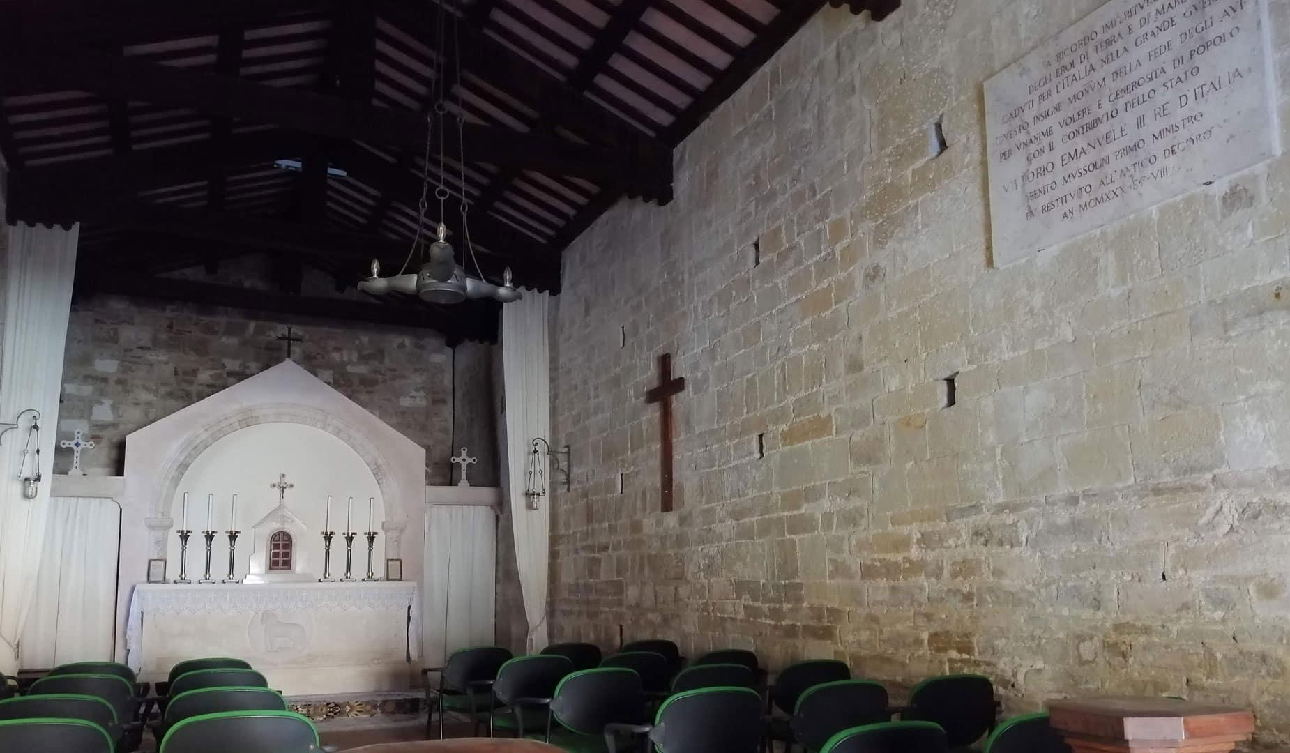 interno chiesa torre di palme