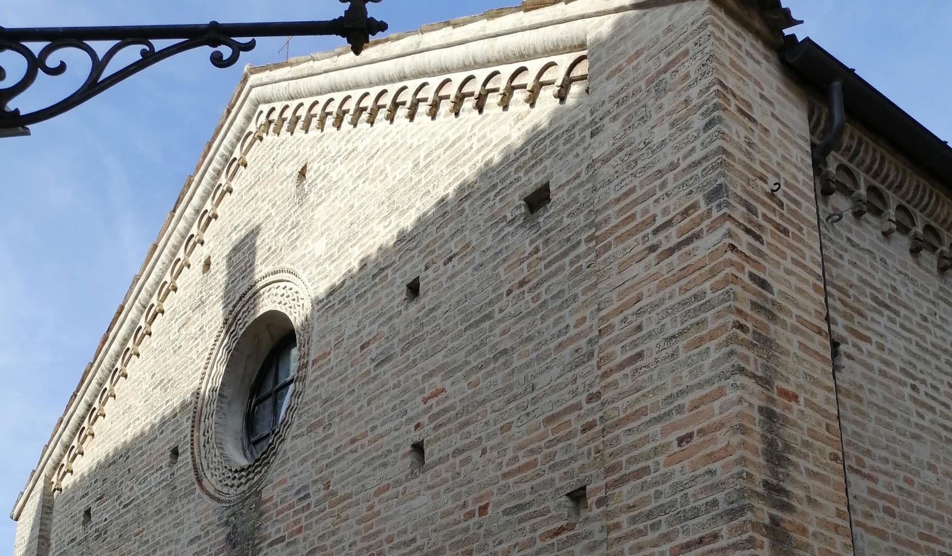 chiesa esterno torre di palme